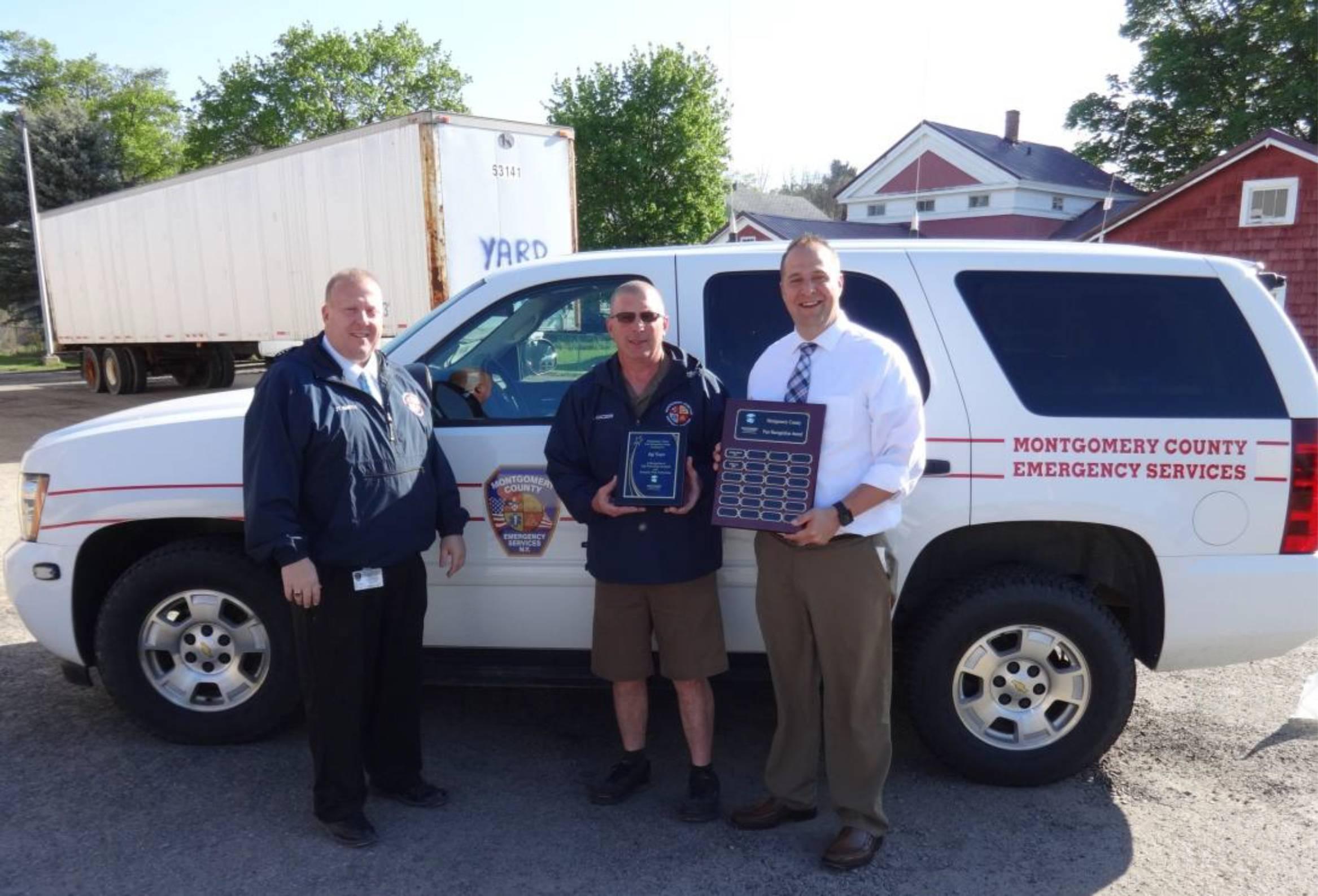 County Executive Matthew L. Ossenfort presents Jeff Kaczor the Montgomery County Peer Recognition Award.